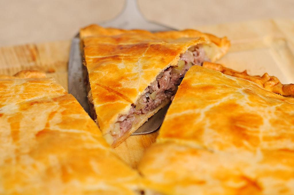 С мясом рецепт пирог